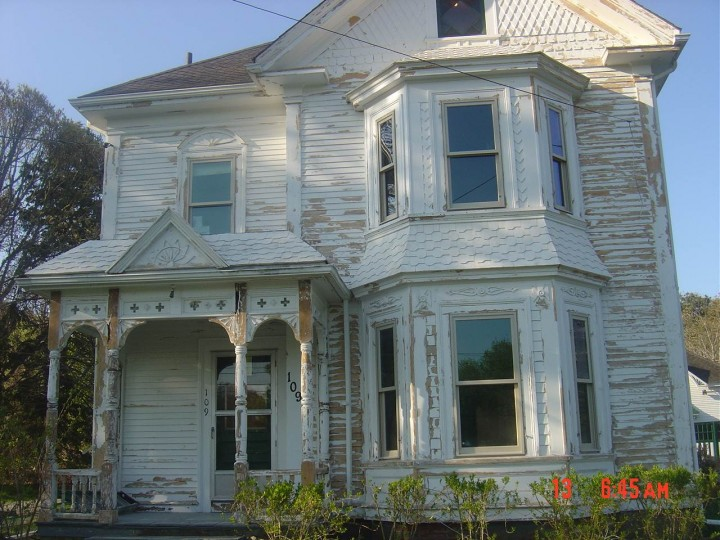 Before picture of an Old Victorian home in Cape Cod, MA